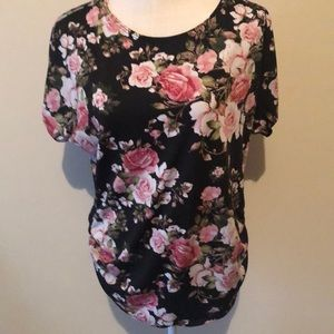 Discreet top, rouche sides, black/pink. Xlg